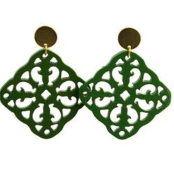 Oorbellen buffelhoorn ornament vierkant groen lacquer met gouden knop