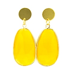 Oorbellen facetgeslepen druppel geel met gouden steker