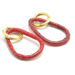 Oorbellen snake leer druppel open dun rood met creool