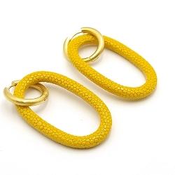 Oorbellen schelphars ovaal open met creolen geel