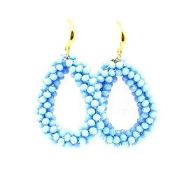 Oorbellen Candy klein lichtblauw facet met gouden haakjes