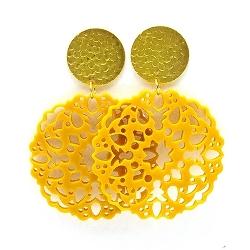 Oorbellen schelphars bloem geel