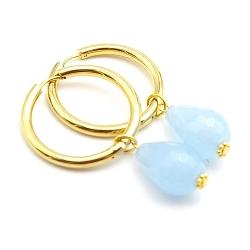 Oorbellen creolen goud met facet geslepen agaat druppel lichtblauw