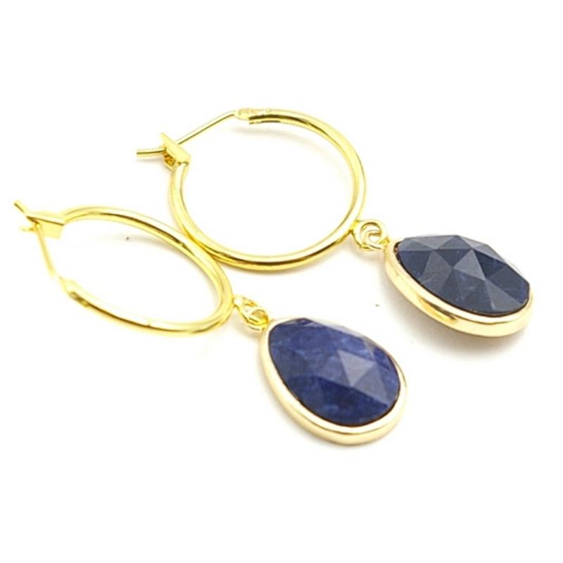 Oorbellen creolen goud met facet geslepen halfedelsteen druppel donkerblauw