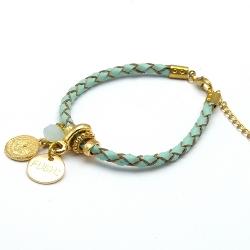 Armband gevlochten natuurleer met verguld goud bedels